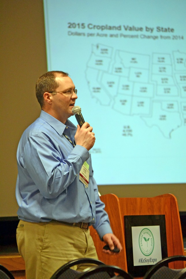 Highly technical, yet informally entertaining, Andrew Shissler of S&W Trading LLC at Wheaton, Illinois, speaking at the Kansas Soybean Expo in Topeka, analyzed implications affecting commodity prices as he clued producers there will be profitable marketing opportunities in the year ahead. (Photo from the Kansas Soybean Commission.)