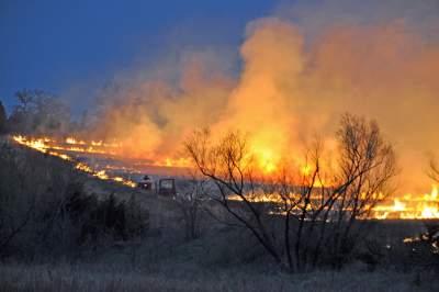 Downsized Flint Hills Fires multiple fires on hillside hor mod tg__1452029362_129.130.90.88