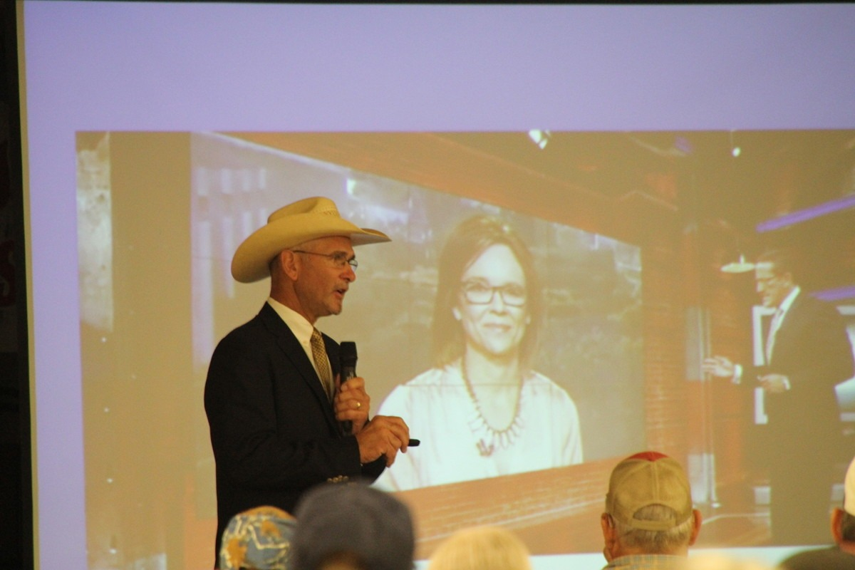In a slide picture show, during the Beef Producers Information Seminar at Emporia, Tracy Brunner, national cattle leader from Ramona, Kansas, pointed out how national media can disillusion beef eaters.  (Photo by Betty Anderson.)